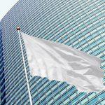 Pourquoi privilégier un mât pour drapeau dans votre communication publicitaire ?
