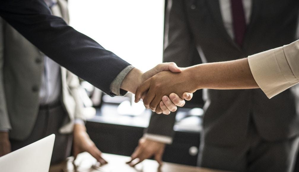 Tampons de bureau, goodies, cartes de fidélité... : comment renforcer les relations avec vos clients ?