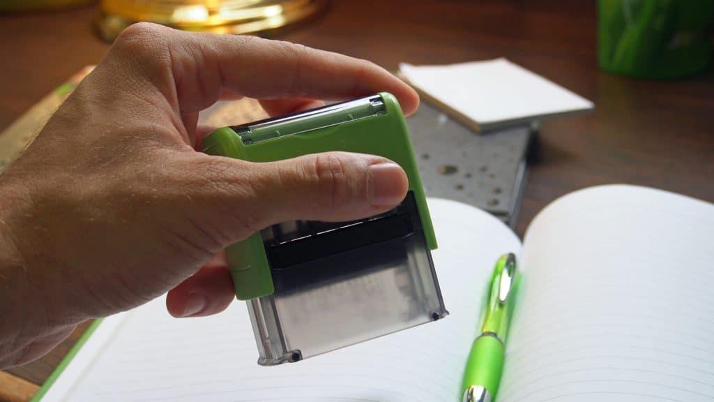 Tampons de bureau: indispensable pour crédibiliser et véhiculer