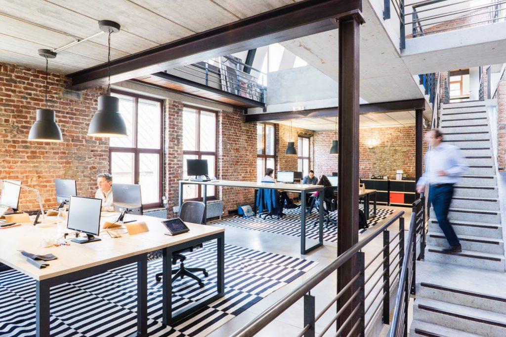 Location de bureau dans Paris 12: partager son espace ou préférer un bureau privatif